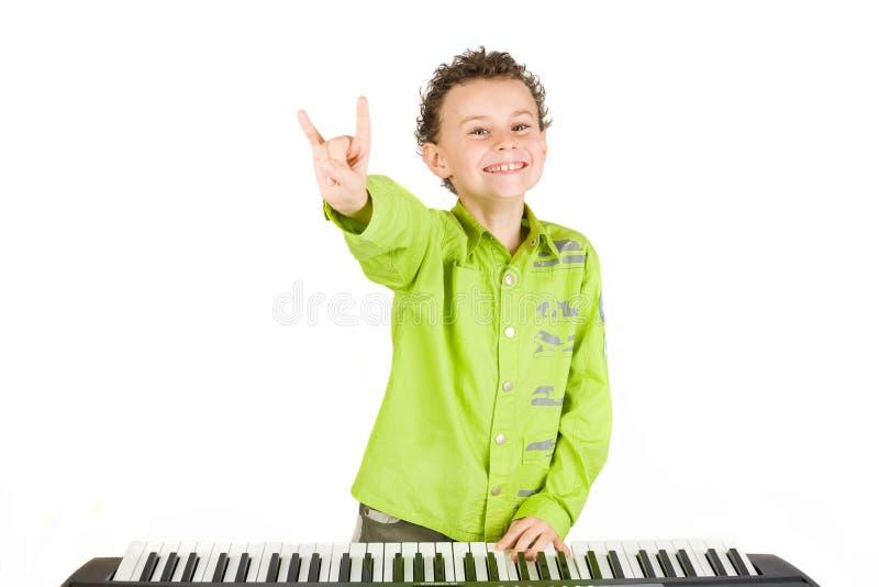 Leuke jong geitje het spelen piano royalty-vrije stock afbeeldingen