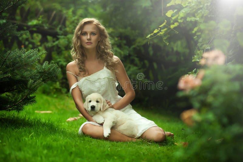 Leuke jonge dame royalty-vrije stock afbeelding