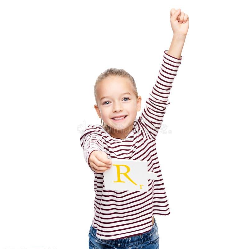 Leuke jonge meisje het vieren voltooiing bij logopedie Het concept van de kindlogopedie op witte achtergrond wordt geïsoleerd die royalty-vrije stock foto