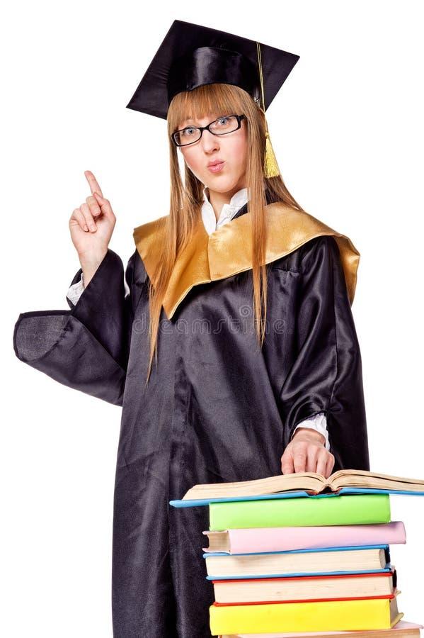 Leuke jonge vrouw in een graduatietoga stock foto