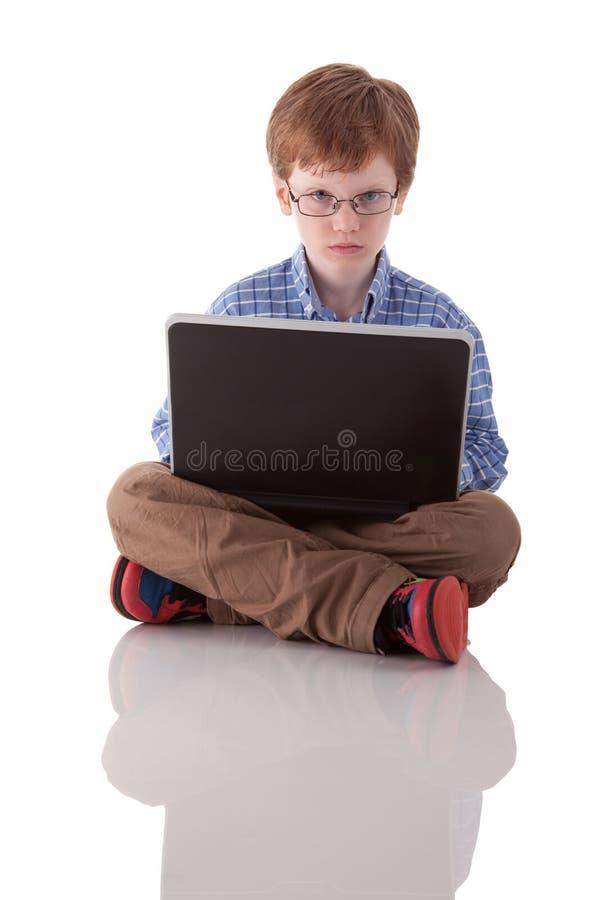 Leuke jongen het spelen computer royalty-vrije stock fotografie