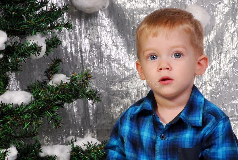 Leuke Kerstmis van het jongensjonge geitje stock foto's