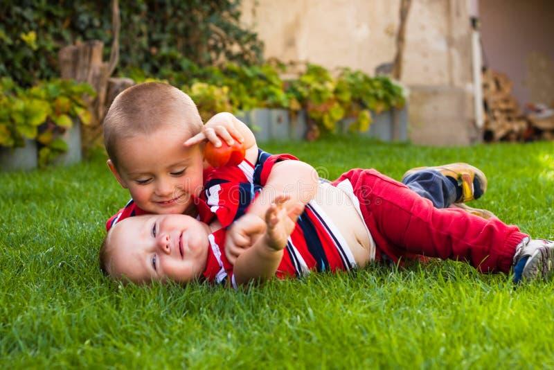 Leuke kleine broers stock fotografie