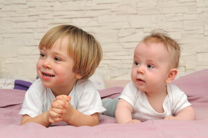 Leuke kleine broers stock foto