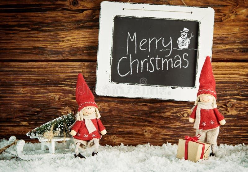 Leuke kleine Kerstmanpoppen met Vrolijke Kerstmis royalty-vrije stock foto