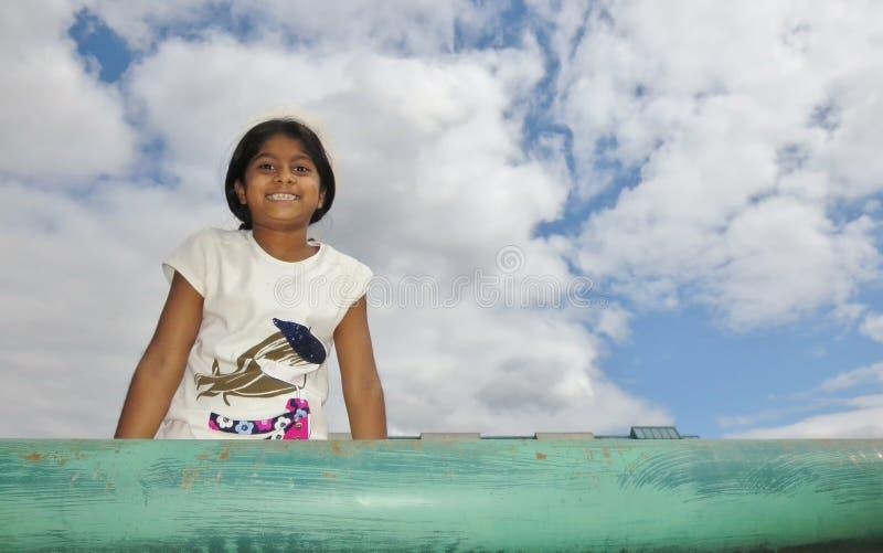 Leuke meisjesglimlach royalty-vrije stock afbeeldingen