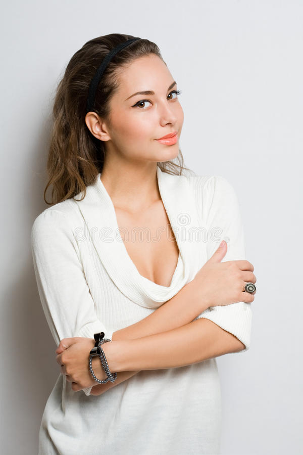 Leuke modieuze jonge brunette. royalty-vrije stock foto