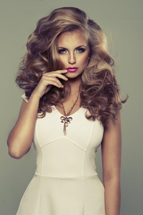 Leuke sexy blonde vrouw   royalty-vrije stock foto's