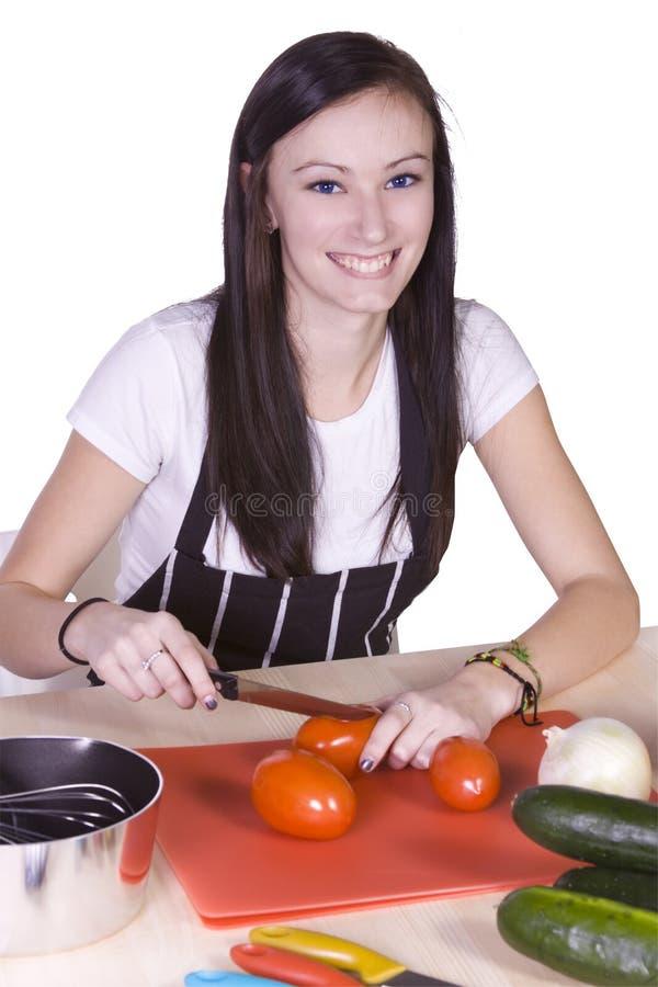Leuke Tiener die Voedsel voorbereidt stock fotografie