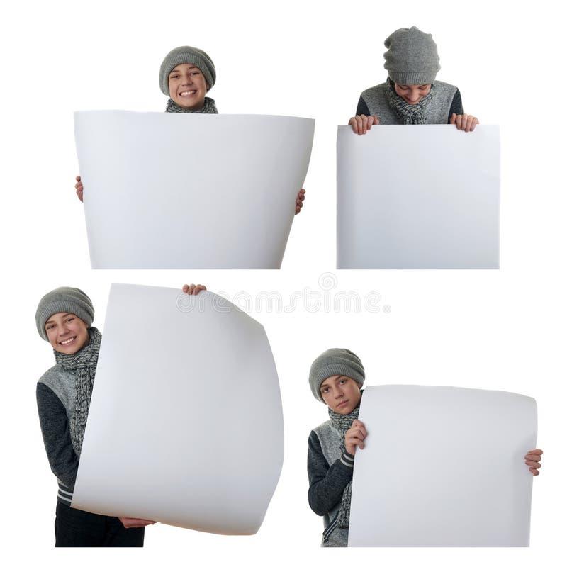 Leuke tienerjongen in grijze sweater over wit geïsoleerde achtergrond stock afbeeldingen