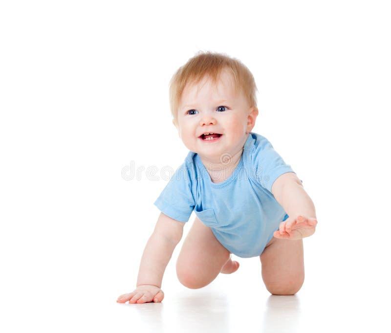 Leuke vrolijke kruipende babyjongen royalty-vrije stock afbeelding