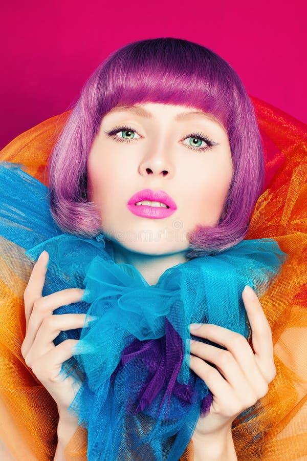 Leuke Vrouw met het Kleuren van Haar Kleurrijk manierportret royalty-vrije stock afbeeldingen
