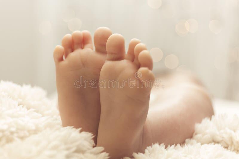 Leuke weinig babyvoeten stock fotografie