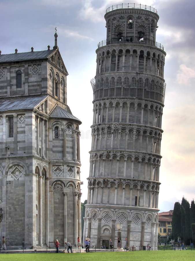 Leunende toren en Duomo hdr stock afbeelding