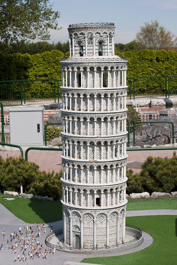 Leunende Toren van Pisa in het minipark van Italië
