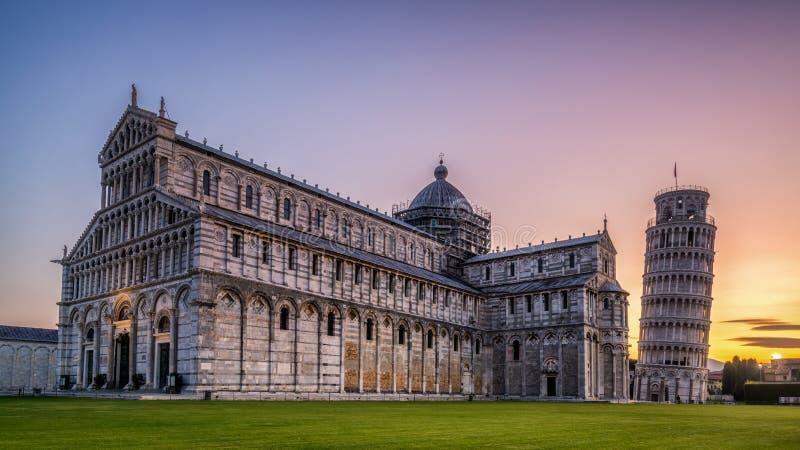 Leunende Toren van Pisa in Pisa - Itali? royalty-vrije stock foto