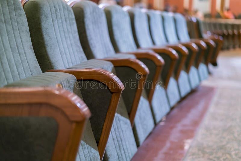 Leunstoeltheater Klassieke theaterzetels diep royalty-vrije stock afbeelding