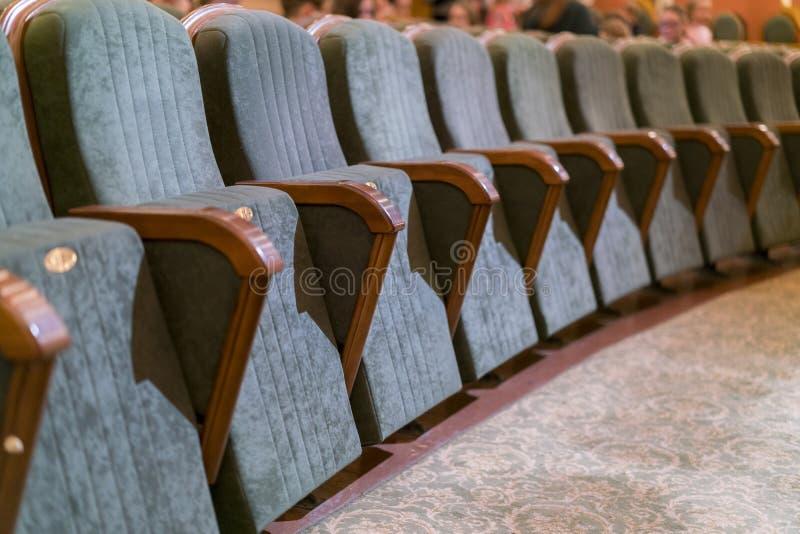 Leunstoeltheater Klassieke theaterzetels diep stock foto