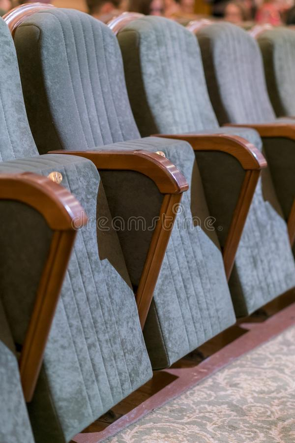 Leunstoeltheater Klassieke theaterzetels diep Verticale foto stock afbeelding
