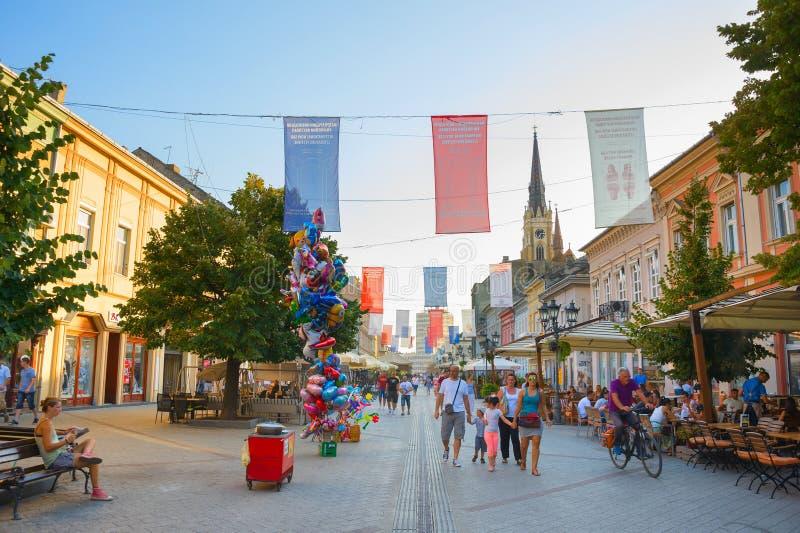 Leute-alte Stadt Novi Sad lizenzfreie stockfotos