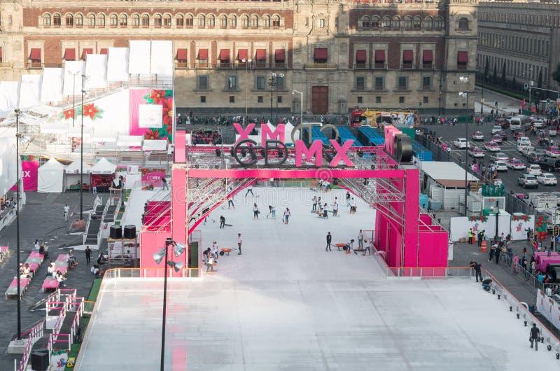 Leute auf der Eislaufeisbahn in Mexiko City lizenzfreies stockfoto