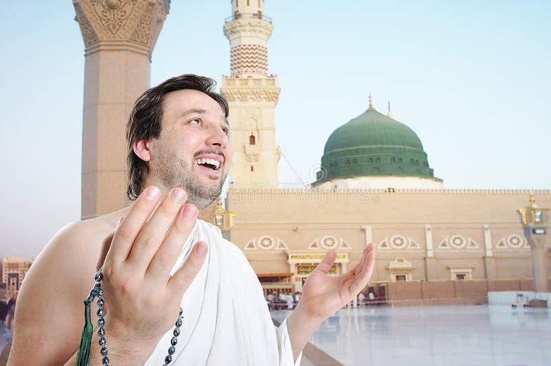 Leute auf heiliger islamischer Aufgabe in Madina stockbilder