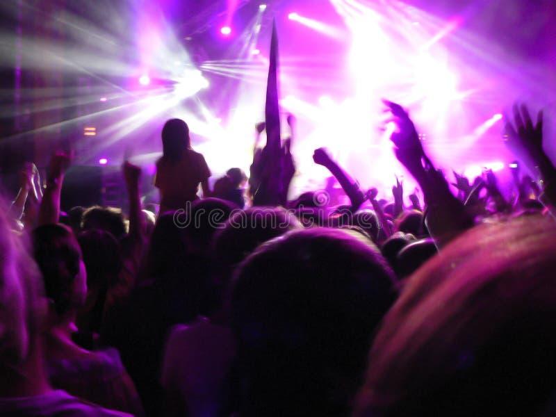Leute auf Konzert stockfotos
