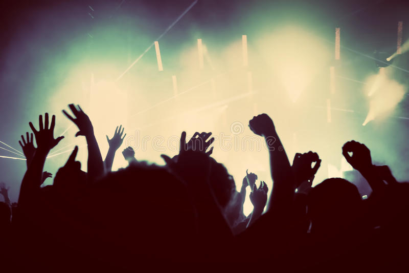 Leute auf Musikkonzert, Discopartei. Weinlese stockbilder