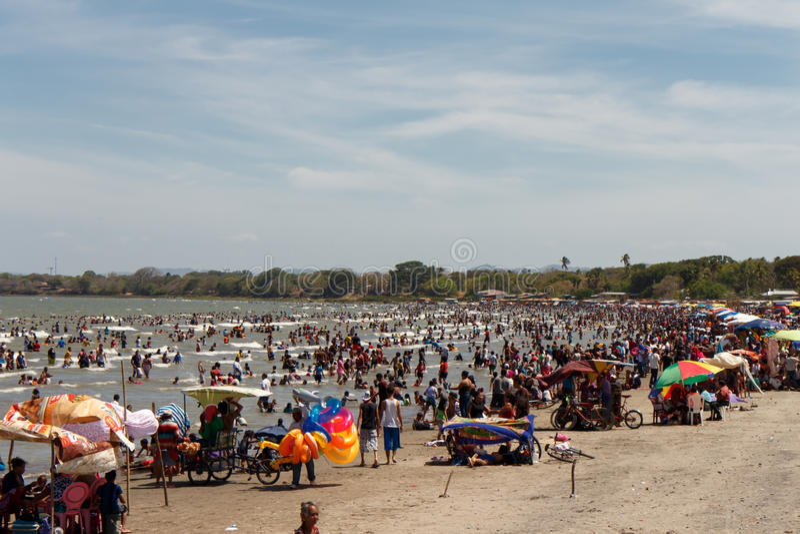 Leute auf Strand Sans Horge lizenzfreies stockbild