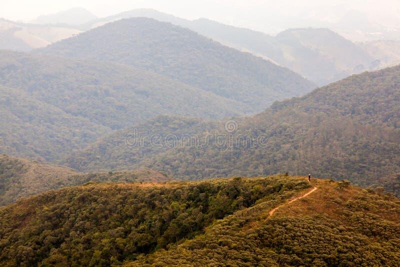 Leute auf Trekking in einem Berg in Süd-Brasilien stockbild