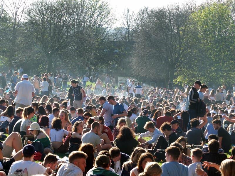 Leute bei Hyde Park Leeds, damit an der Protest 420 für den Decriminalization des Hanfs in Großbritannien kämpft stockfoto