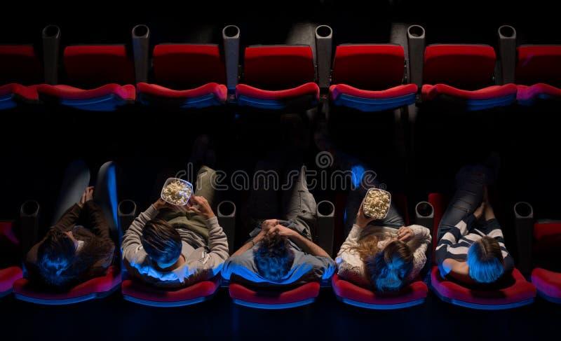 Leute an der Draufsicht des Kinos stockfoto
