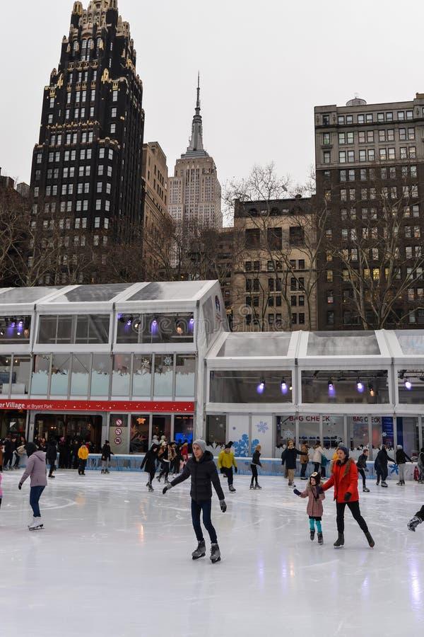 Leute an der Eisbahn lizenzfreie stockbilder