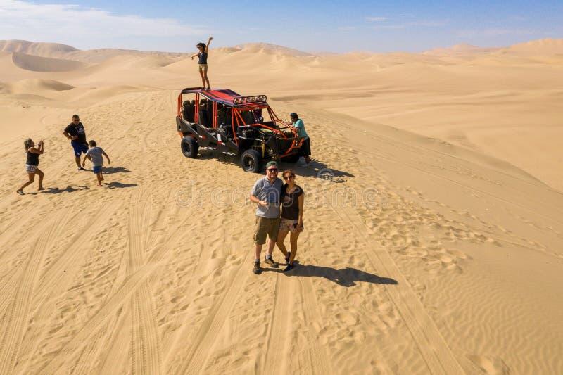 Leute in der Wüste von Ica lizenzfreies stockfoto