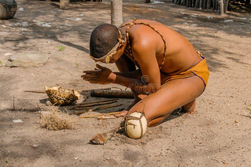 Leute der Welt - afrikanischer Buschmann stockbilder