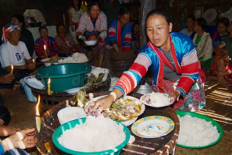 Leute des Bergvolks Lahu Muser feiern Ende des Reises, der Jahreszeit in Mae Hong Son, Thailand erntet stockbilder