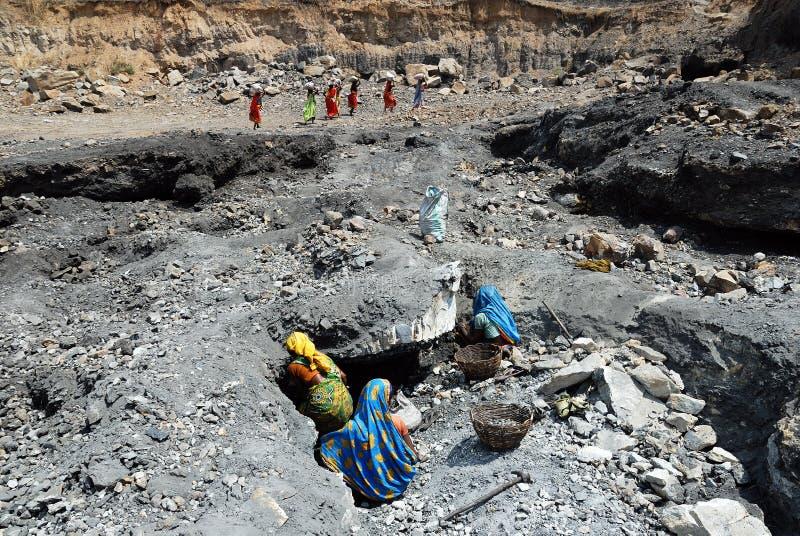 Leute des Jharia Kohlenbergwerkbereiches in Indien lizenzfreie stockbilder