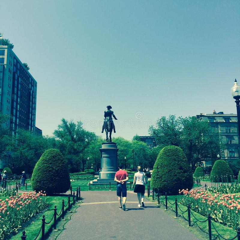 Leute, die in Boston-Common gehen stockfoto