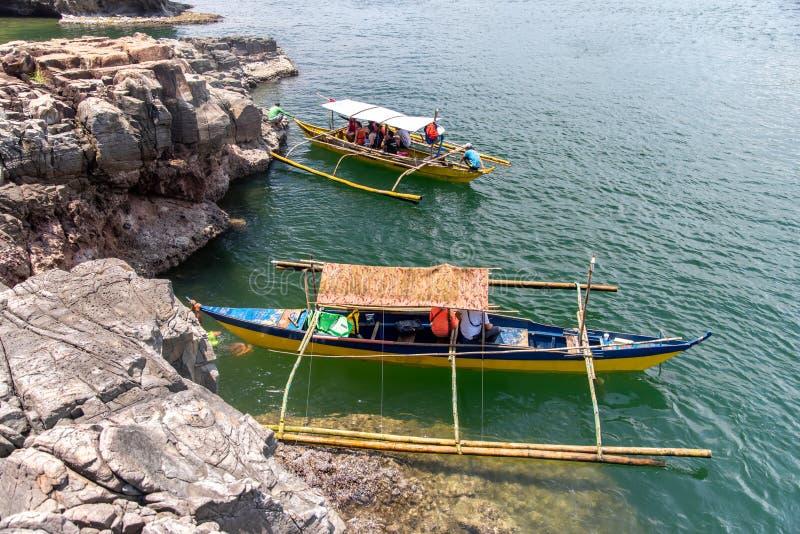 Leute, die das Wasser im meeres- Sept 22,2018, Bataan, Philippinen genießen, stockfotos