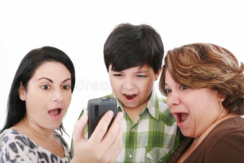 Leute, die den Handy überwachen lizenzfreie stockfotos