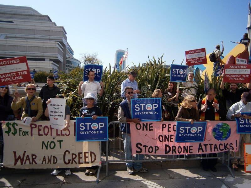 Leute, die den Präsident der USA protestieren stockfoto