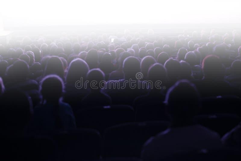 Leute, die in einem Publikum sitzen lizenzfreies stockbild