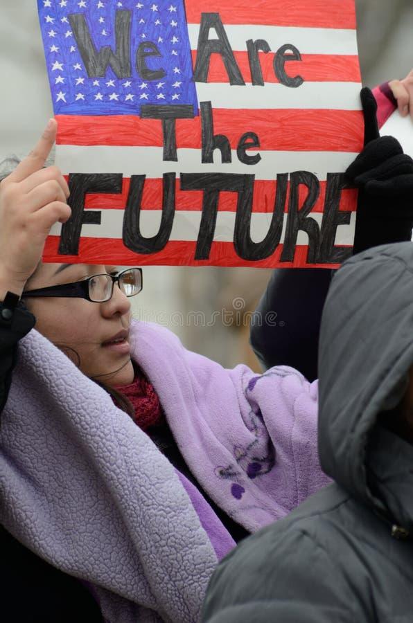 Leute, die gegen Einwanderungsrechte protestieren stockfotografie