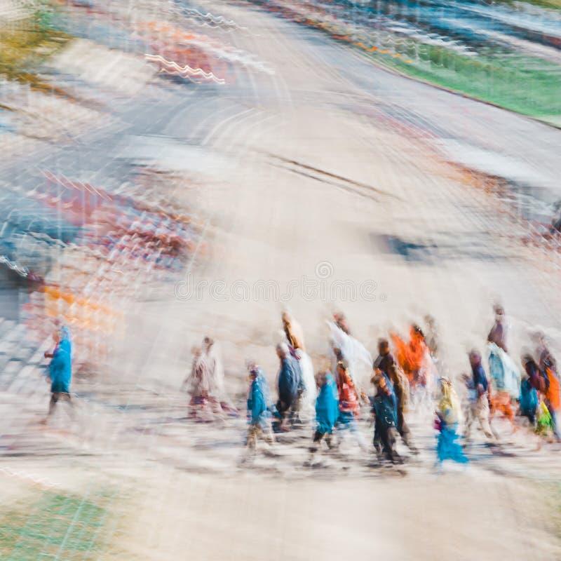 Leute, die in Gruppe - abstrakter Expressionismus-Impressionismus gehen lizenzfreie stockfotografie