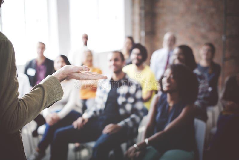 Leute, die Konferenz-Seminar-Publikums-Konzept treffen stockfotos