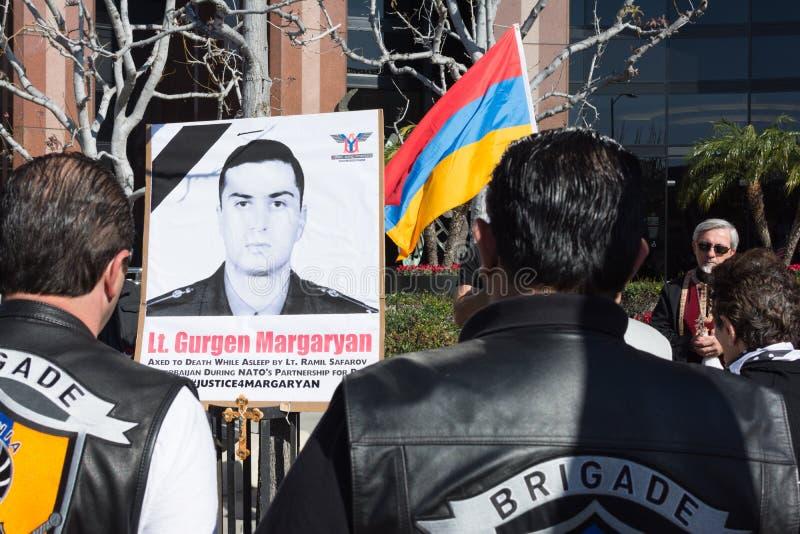 Leute, die am Konsulat von Aserbaidschan zum Gedenken an G protestieren stockfotografie