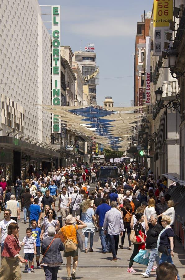 Leute, die in Madrid, Spanien kaufen lizenzfreie stockfotografie