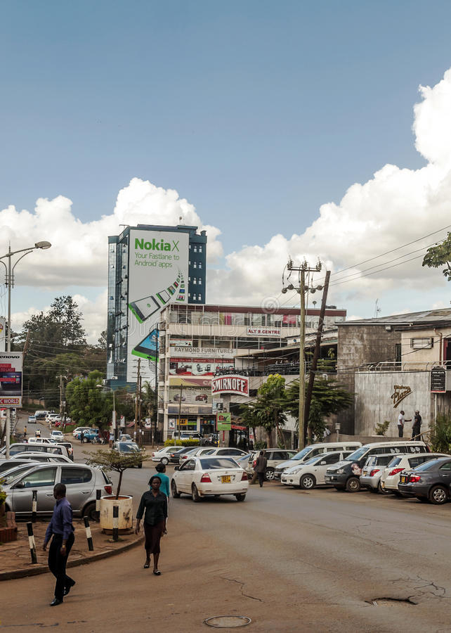 Leute, die in Nairobi gehen lizenzfreie stockbilder