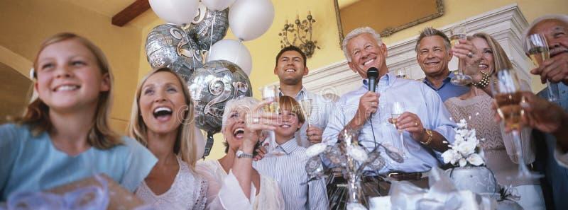 Leute, die Partei feiern lizenzfreie stockfotos