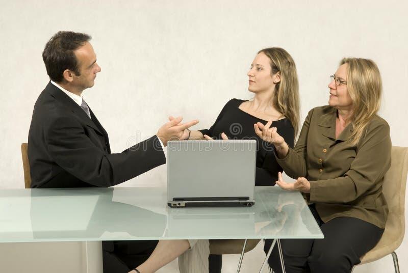 Leute in einem Geschäftstreffen lizenzfreie stockfotos